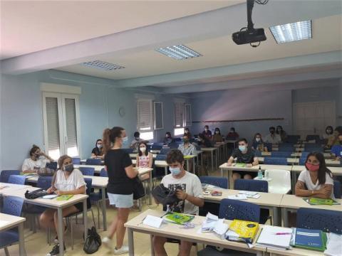 Los jóvenes que cursen estudios en la provincia de Palencia ya pueden solicitar las ayudas para transporte y residencia convocadas por la Diputación